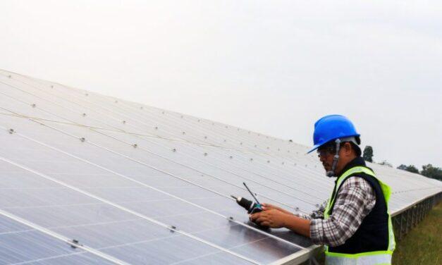 Comment devenir un technicien en panneaux solaires